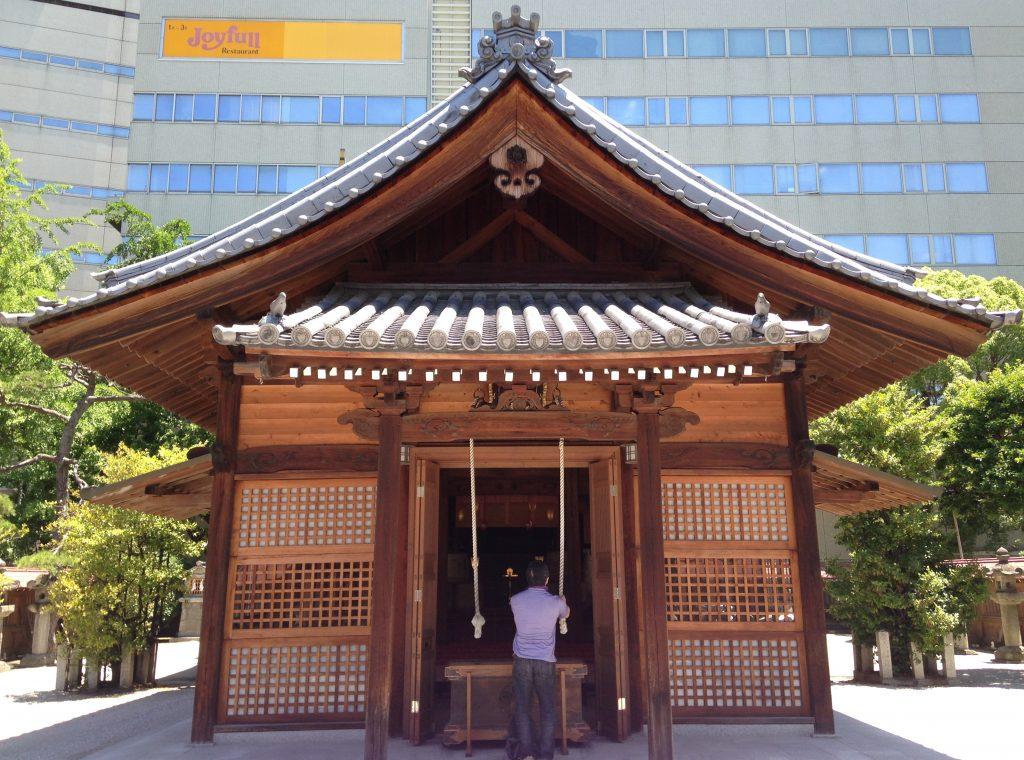 Kego Shrine, Tenjin, Fukuoka. Licensed under CC. Credit: そらみみ, wikimedia.org