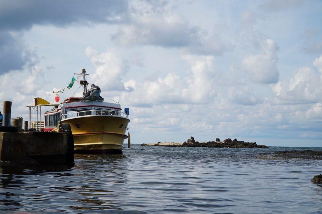 Sightseeing boat at Ganmon, Not Kongo Coast