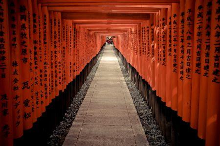 Torii gates at Fushimi Inari Taisha. Credit: Thomas Cuelho. Licensed under CC 2.0.