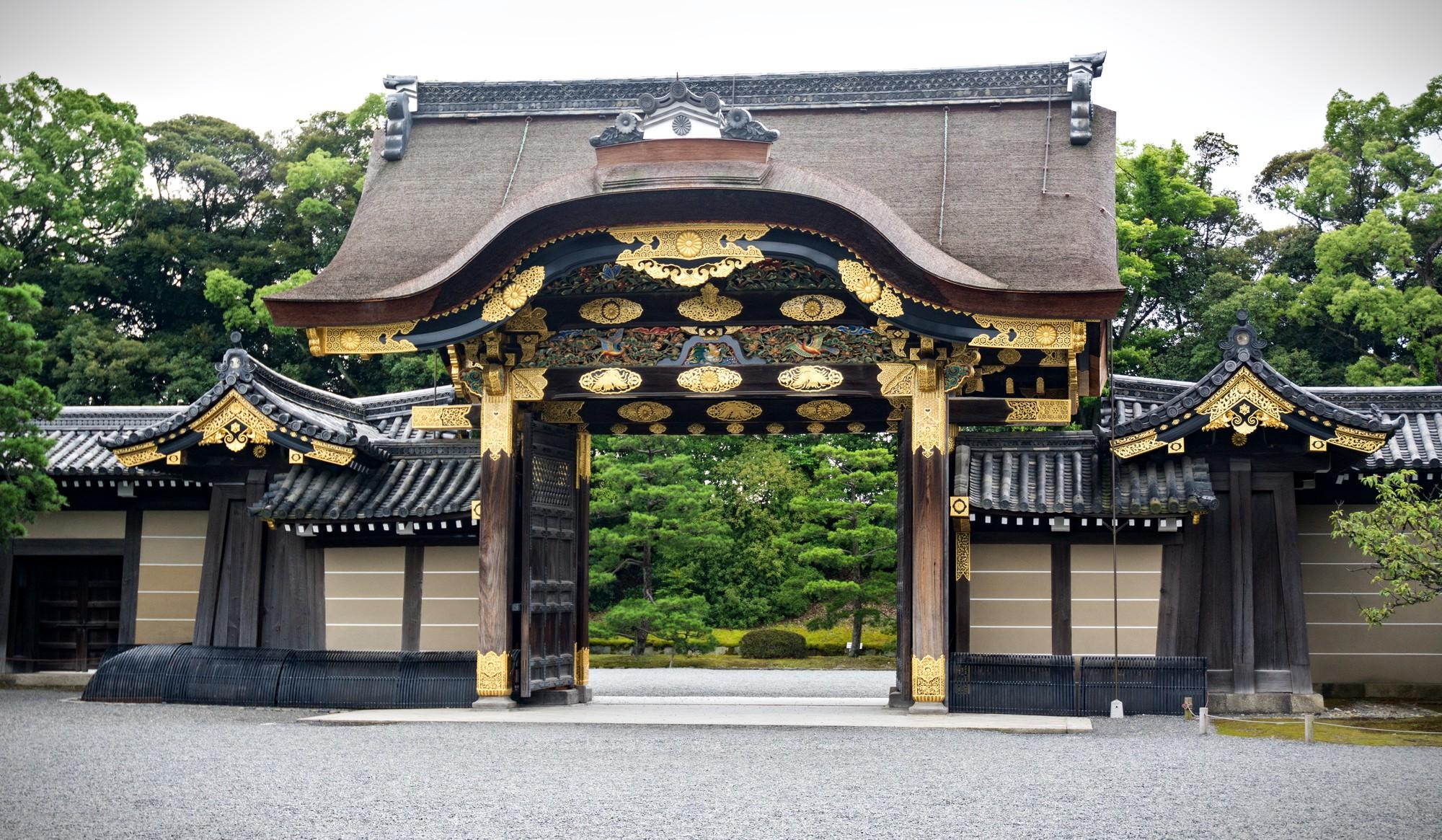 Karamon main gate at Nijo Castle, Kyoto. Credit: LizardJedi. Licensed under CC. Original modified.