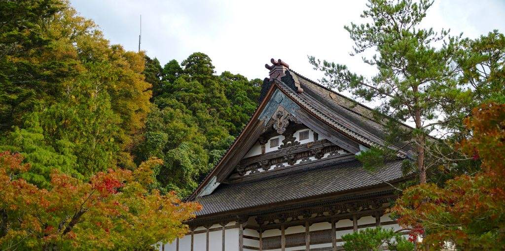 Sojjiji Soin Temple, Butsu-Den seen from the side with fall leaves. Noto Peninsula.