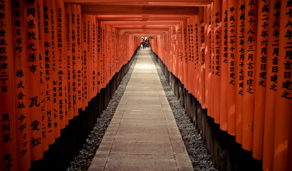 Torii gates at Fushimi Inari Taisha. Credit: Thomas Cuelho. Licensed under CC 2.0.