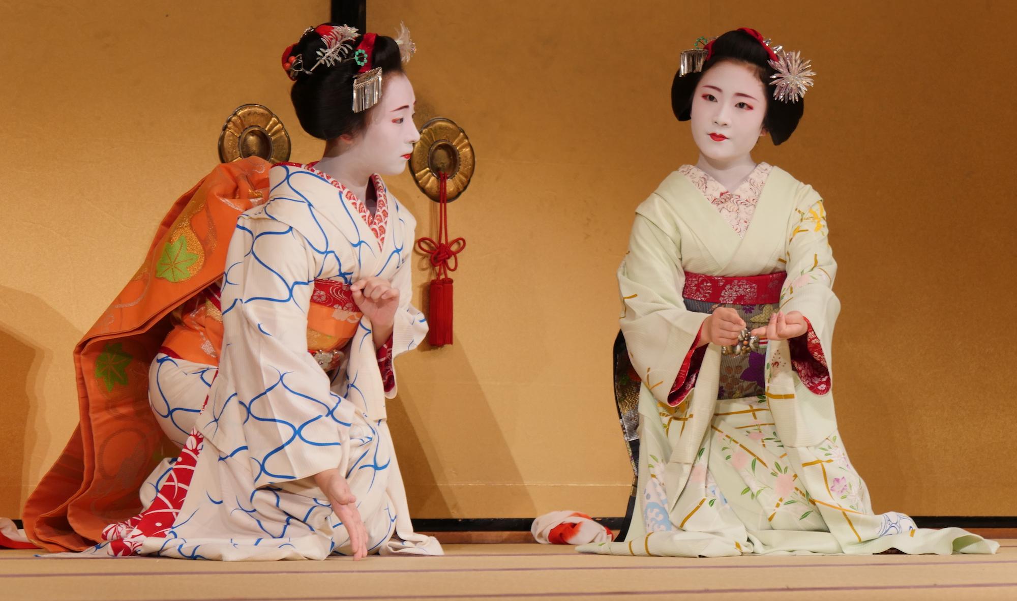 Geisha at Gion Corner. Credit: tjabeljan. Licensed under CC.