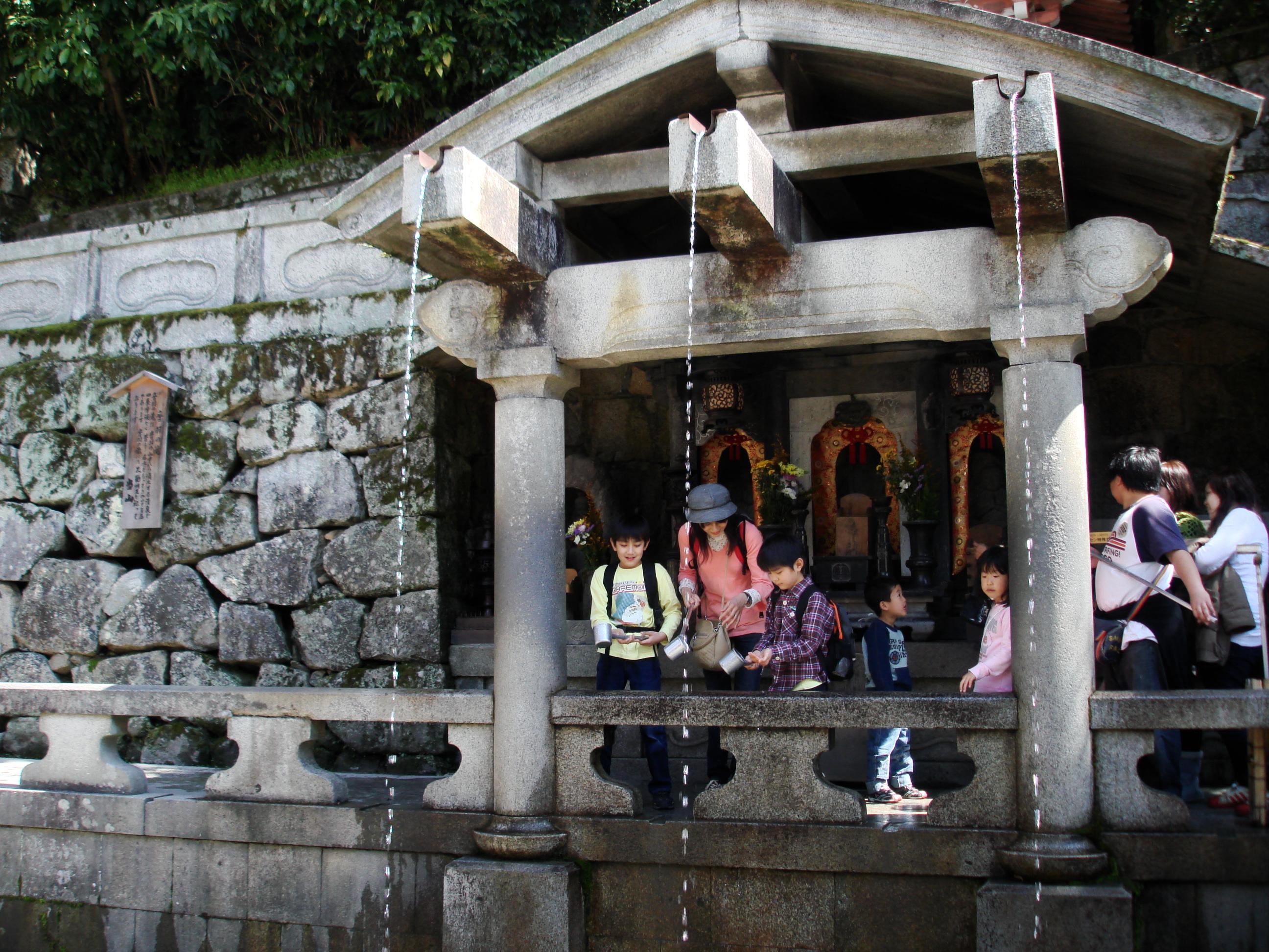 Otowa Waterfall at Kiyomizudera Temple. Credit: Travis Rigel Lukas Hornung. Licensed under CC.