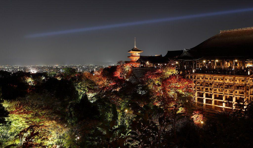 Kiyomizudera at night. Credit: Martin Falbisoner. Licensed under CC.