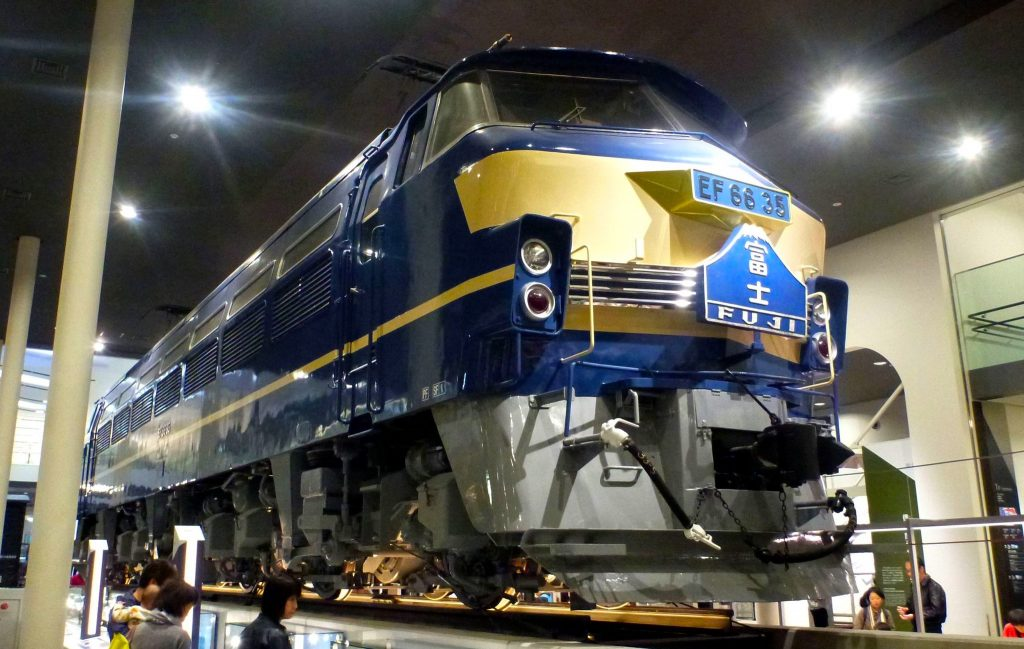 Train Fuji at Kyoto Railway Museum. Credit: Kzaral. Licensed under CC. Original modified.