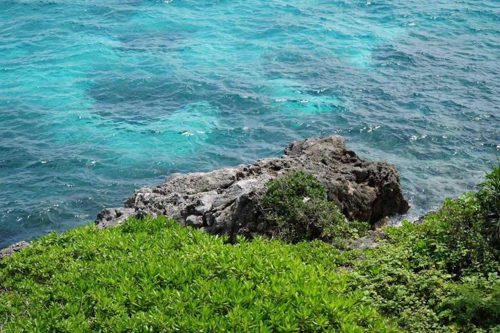 Clear blue waters surrounding Kurima Island, Miyakojima. Photo © touristinjapan.com.