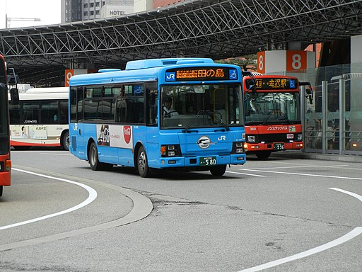 JR Bus in Kanazawa. Photo by すらいむさん. Public Domain.