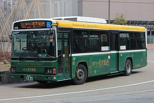 Kanazawa Left Loop Bus. Photo by SONIC BLOOMING. CC BY-SA 4.0.