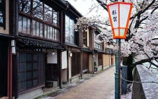 Kazue-Machi Chaya District, Kanazawa. Photo by Fabian Reus. CC BY-SA 2.0.