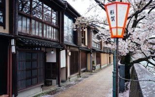 Kazue-Machi Chaya District, Kanazawa. Photo by Fabian Reus. CC BY-SA 2.0.