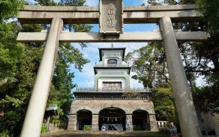 Main gate at Oyama Shrine, Kanazawa © touristinajapan.com.