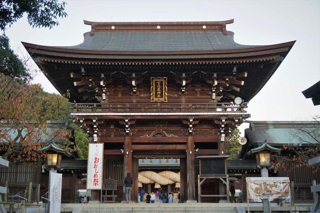 Main gate at Miyajidake Shrine, Fukutsu. © touristinjapan.com