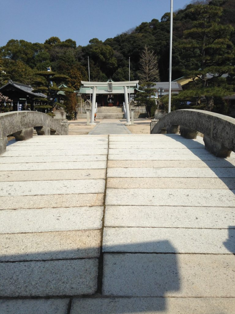 Tsuruhane Shrine. Photo by hmsgofita of flickr. CC BY-NC-ND 2.0.
