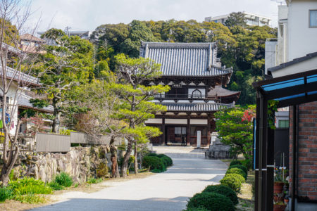 Main gate at Fudo-in Temple, Hiroshima. © touristinjapan.com