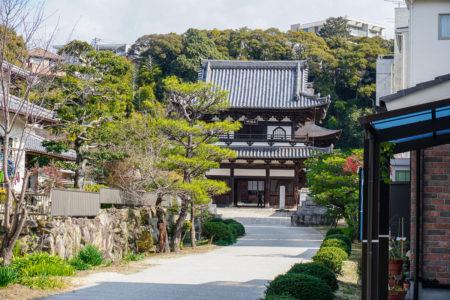Main gate at Fudo-in Temple, Hiroshima. © touristinjapan.com