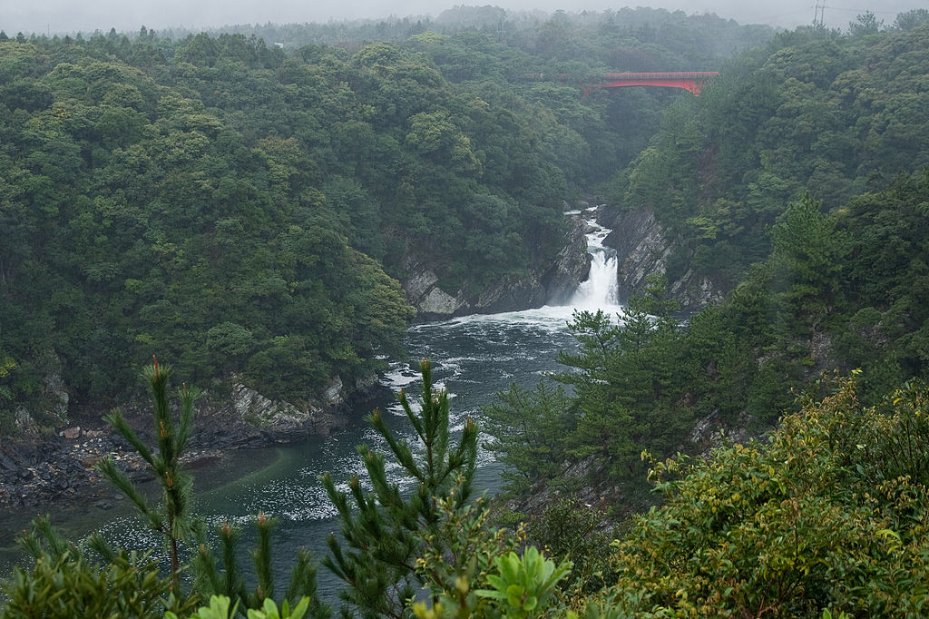 Toroki Falls, Yakushima. Photo by Σ64. CC BY 3.0.