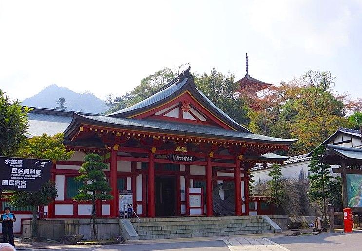 Treasure hall of Itsukushima Shrine. Photo by lienyuan lee. CC BY 3.0.