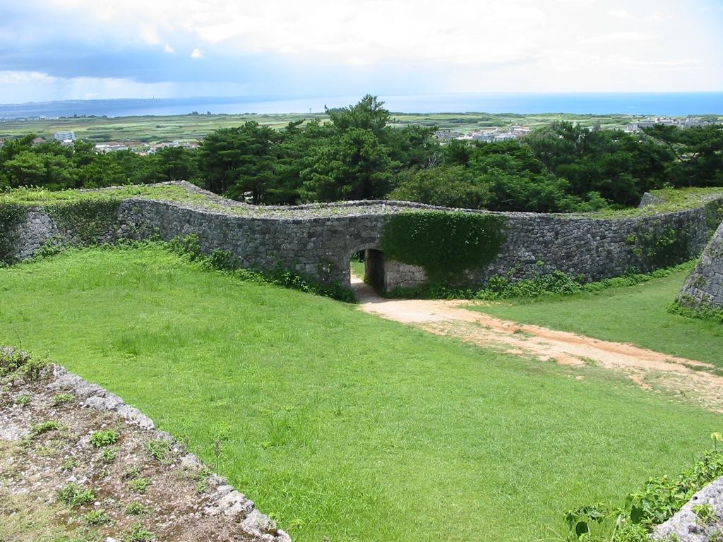 Zakimi Castle Ruins, Okinawa. Photo by Almighty Franklinstein. CC BY-SA 2.0.